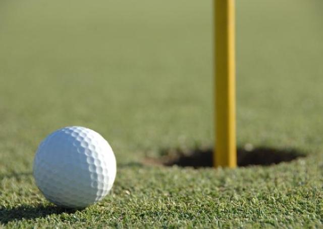 ゴルフ初心者の女性必見! 5万円でラウンドデビューできるレッスンプラン