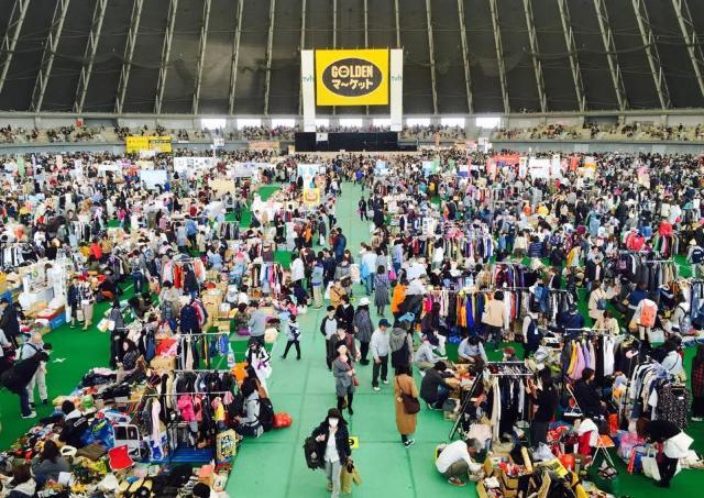 来場者数約3万人の巨大フリマ「GOLDENマーケット」 2日に渡り開催