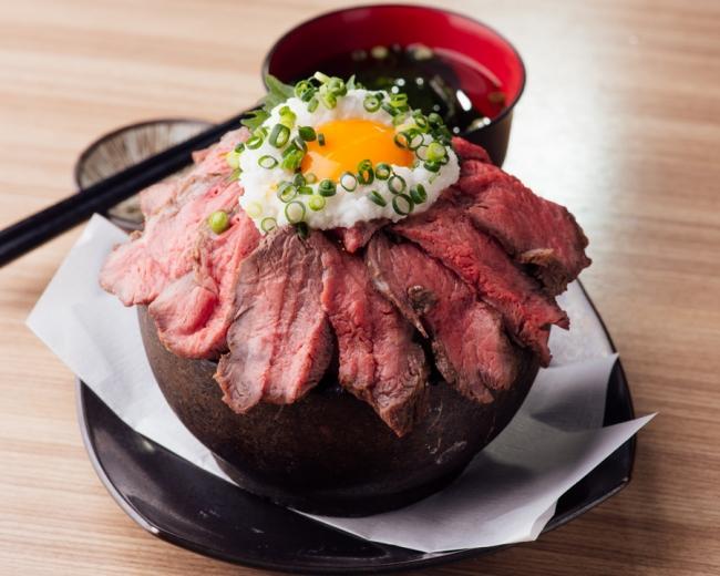 この石焼丼が500円!? 上野で最強のランチが始まるぞ...
