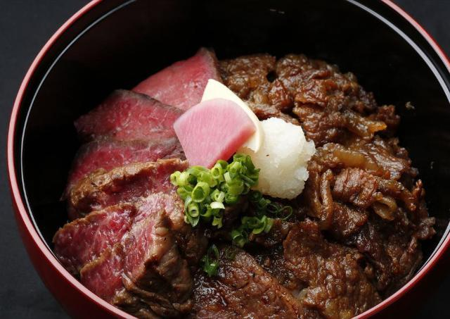 神楽坂の人気店が新宿進出!「黒毛和牛贅沢重」2日間半額です。