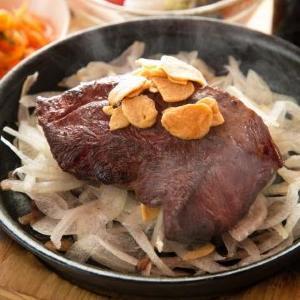 高コスパの肉バル、新宿に爆誕 ステーキもハンバーグも290円!