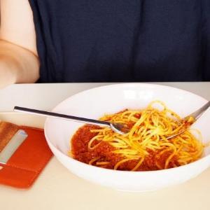 「食事中はスマホ禁止!」...ってあれ?親のほうが使ってない?