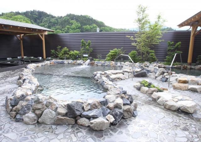 思わず「より道」したくなる! 山梨に設備充実の温泉施設オープン
