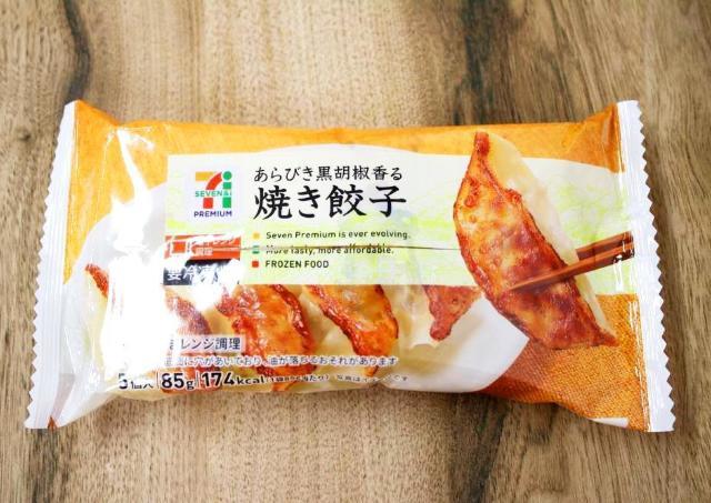 「100円でこの美味しさはおかしい」 セブンの冷凍餃子にハマる人続出中