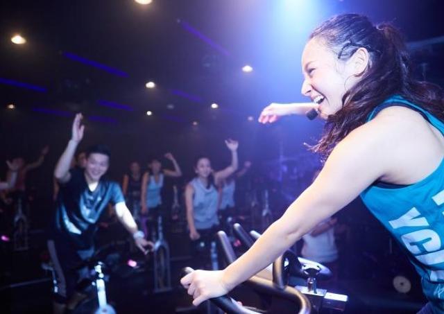 大人気の暗闇バイクエクササイズ「FEELCYCLE」 四国に初上陸!