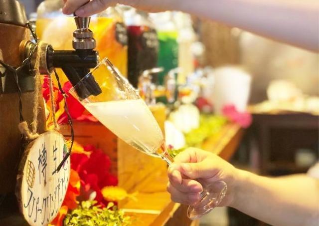 スパークリング30種も好きなだけ! 時間無制限のワイン飲み放題が1990円です。
