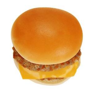 【嬉しい】ファミマのチーズバーガー、お値段そのままパティ増量!