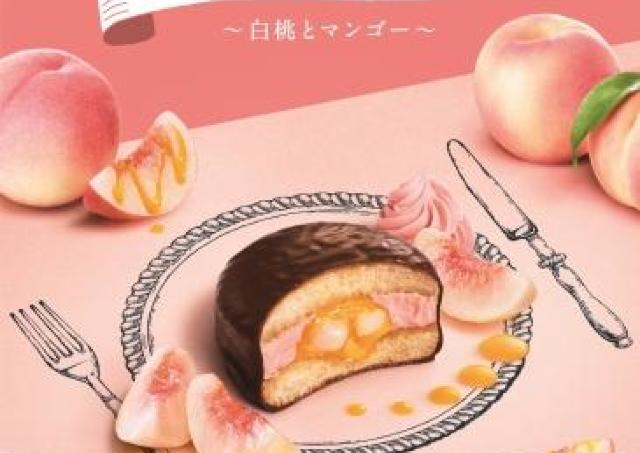1個560円。白桃果肉入りの「生チョコパイ」が神々しい。