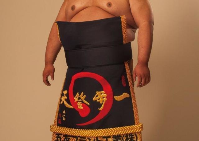 やった~! お相撲さんがラムネを無料配布してくれるよ~!