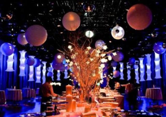 花と光がテーマのキラメキ世界で幻想的な夜 「煌きナイトミュージアム」開催