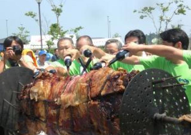 おいしいもっこり牛をたらふく食べたい! 「牛まつり」開催