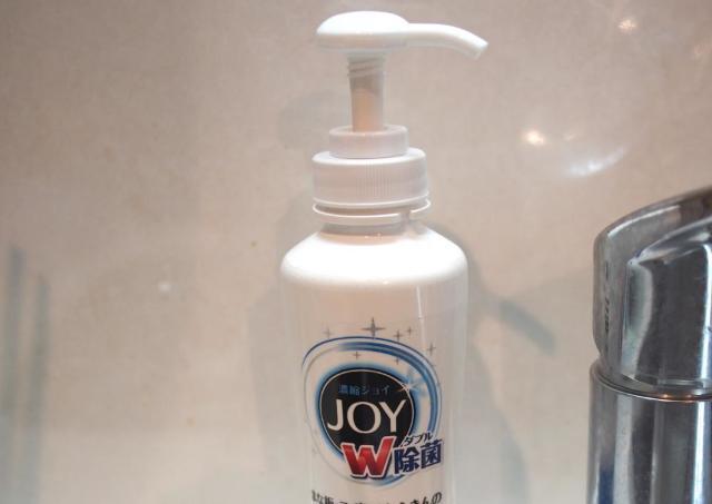 キッチンの食器洗剤が「ポンプ式」に! 100均で見つけた便利アイテム