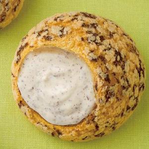 ビアードパパ、メロンパンとシュークリームを合体させる。