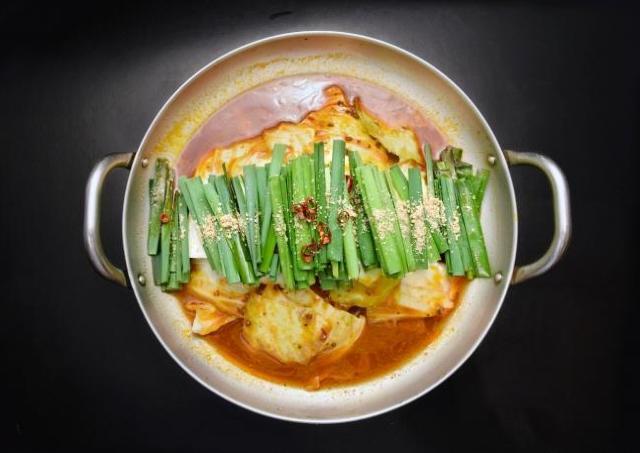 九州料理居酒屋の「もつ鍋」、100円で食べられます。