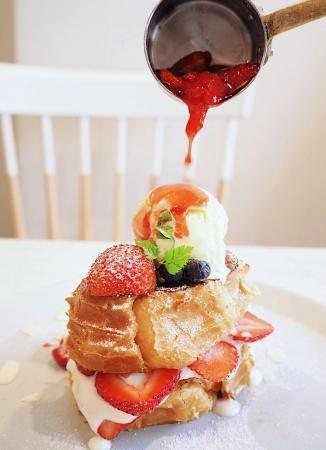 あらがえない魔力...!「苺のフレンチトーストタワー」食べたい人は週末原宿へ。
