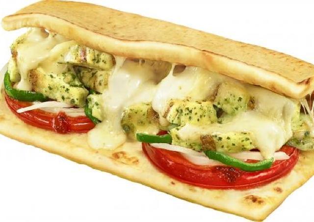 【悪魔な誘惑】チーズがびよ~ん!! サブウェイにモッツァレラとチキンのホットサンド、今年も。