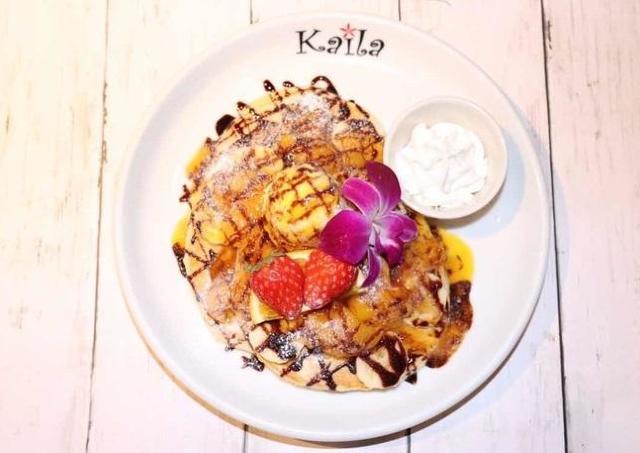 大好評メニューが復活!カフェカイラの「マンゴーバナナパンケーキ」、たったの500円。