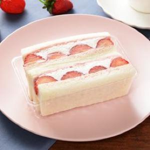 ルビーチョコ×イチゴ...だと!? ナチュロから魅惑のサンドウィッチ。