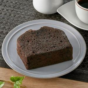チョコ好きには超絶オススメ! ファミマの「濃厚厚切りチョコケーキ」が毎日いけるレベル。