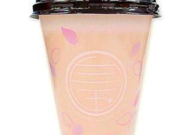 桜のほのかな香り、白玉入り...。 春らしい1杯、セブンで買えるよ~。