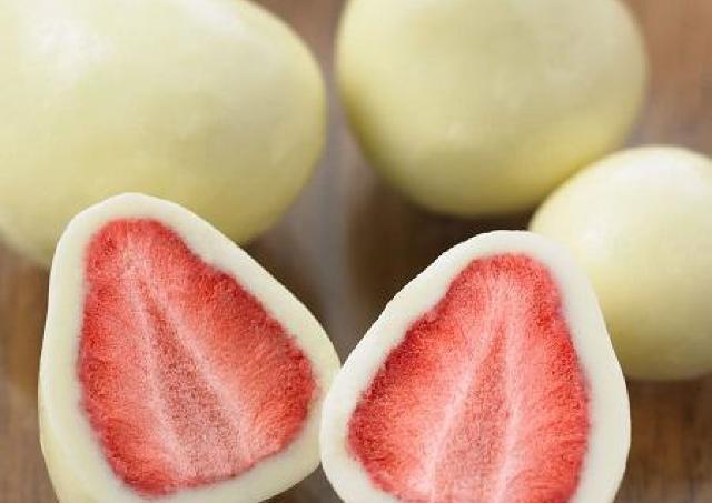 イチゴとホワイトチョコが絶妙...!無印のおやつが止まらなくなる。