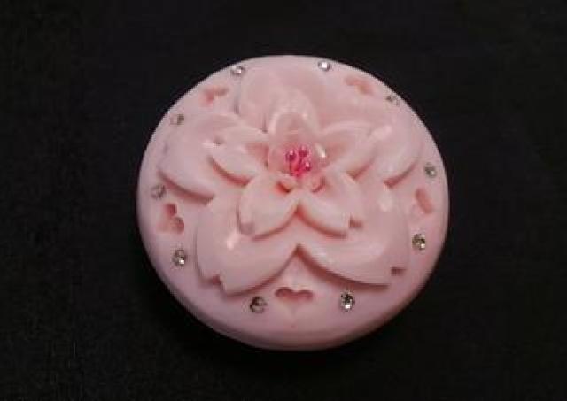 「ソープカービング」体験で桜の可愛い石鹸が作れちゃう。