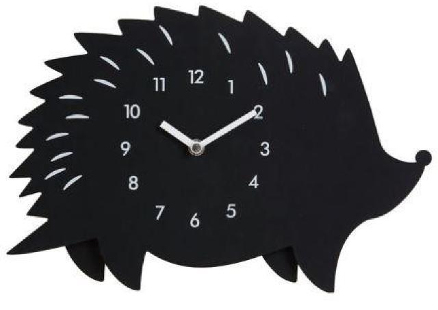 足がゆらゆら~。 ずっと見てられるハリネズミ時計、ニトリで発見!