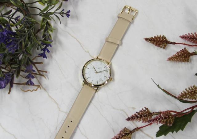 ダイソーの500円腕時計が大理石柄で高見え。 掘り出し物かも...!