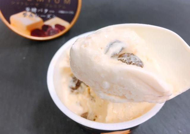 「正直高級アイスより美味しい」 シャトレーゼの「ラムレーズンアイス」めっちゃ褒められてた!