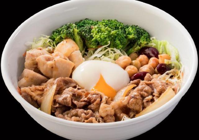 ご飯の代わりにサラダ! 吉野家から超ヘルシー「牛サラ」爆誕。