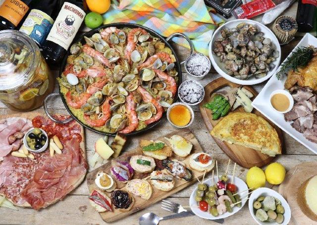 イベリコ豚のパエリアにたっぷりチーズピザ...スペイングルメを楽しむ横丁