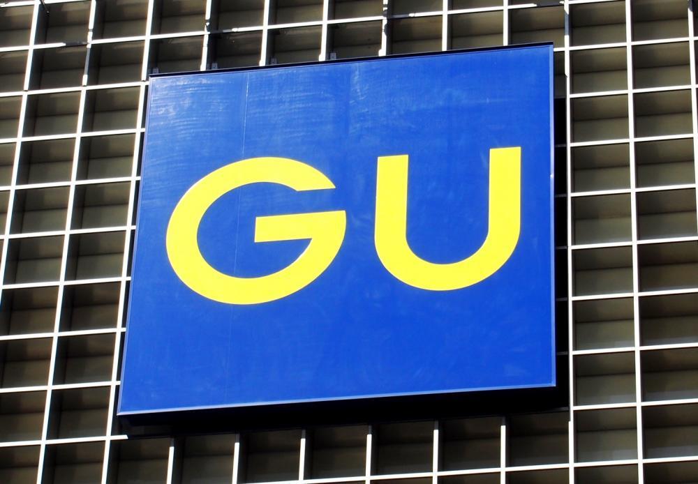 「とにかく楽チン」「脚長効果も」 GUの人気ワイドパンツが990円に値下げ!