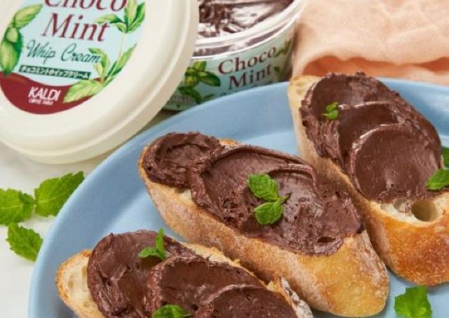 トースト、アイス、パンケーキ...なんでもチョコミント風味にできちゃう魔法の一品がカルディにあった。