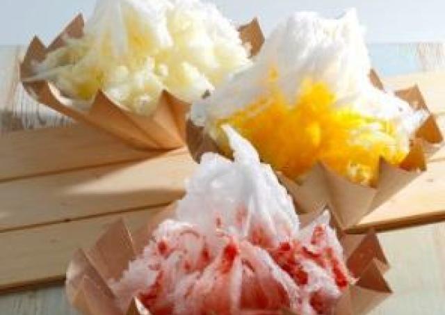 「四代目 徳次郎」の天然かき氷、ふんわりひんやり召し上がれ。