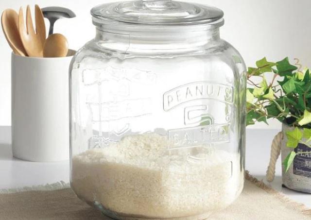 ニトリの米びつにもなるガラスジャー、生活感なくしてくれる優れもの