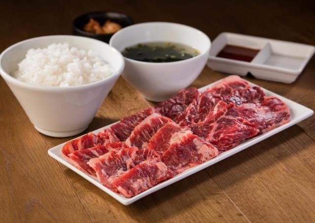 カルビ&ハラミセット(ご飯、スープ、キムチ付)が290円! 池袋のオープンセール見逃さないで!