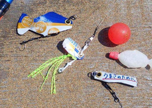 浜辺の漂着物を組み合わせて魚釣りを楽しもう。