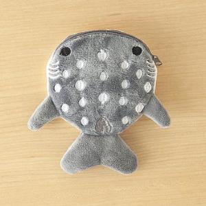 見たら買わずにいられない。 可愛いと絶賛の100円「ジンベイザメ」ケースがこれ。