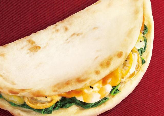 ホタテ、エビに熱々チーズがぁぁぁ~! ドトールの新作カルツォーネ絶対うまいやつ。