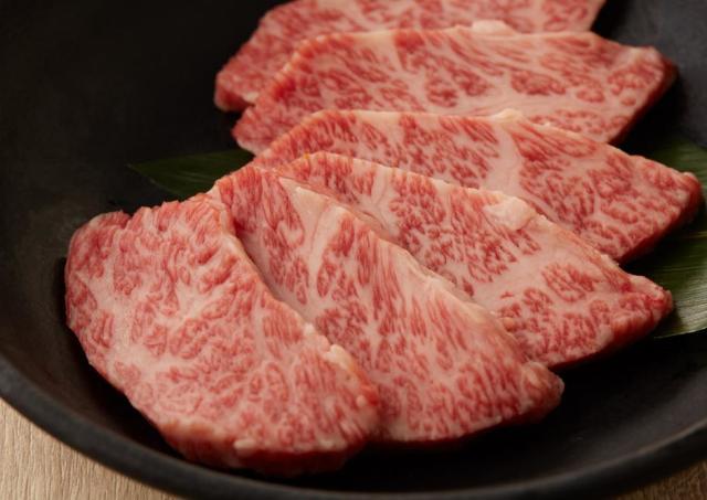 全品100円!? 焼肉食べるなら新宿行ったほうがいい。