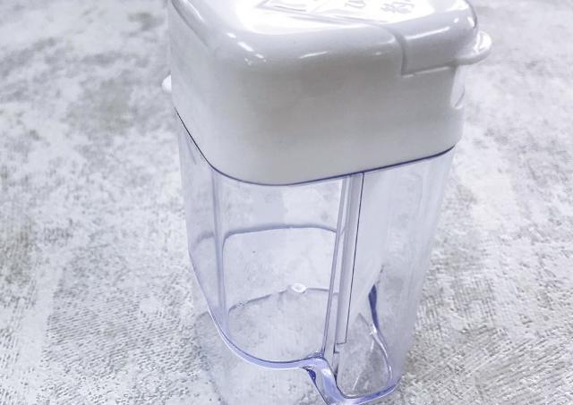 SNSで超人気の100円調味料ボトル。 自動で計量、めちゃくちゃ便利。
