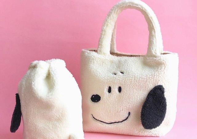 モコモコ「スヌーピー」がシッポ付き巾着に! プラザで買えるよ~。