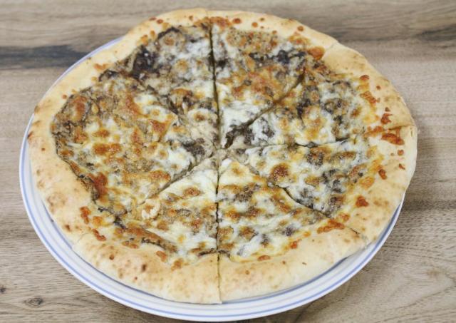 トリュフ入りで300円台! 業務スーパーの冷凍ピザ、コスパよすぎでは?