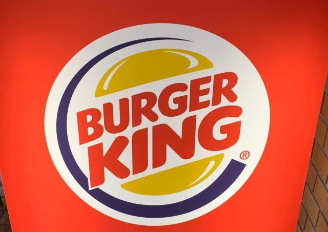 開けるまでドキドキ...! バーガーキングの「運試しバーガー」で今年の運を占ってみた。
