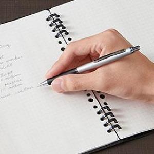 「ルーズリーフは書きにくい」問題が解決! 人気のアイデアノートさらに便利になった。