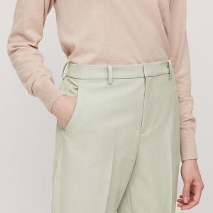 「スタイルよく見える」「自然なストレッチ」 ユニクロの美脚パンツ最高かよ。