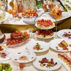 イチゴ好きは新宿に集合! 980円で2時間イチゴスイーツが食べ放題だよ。