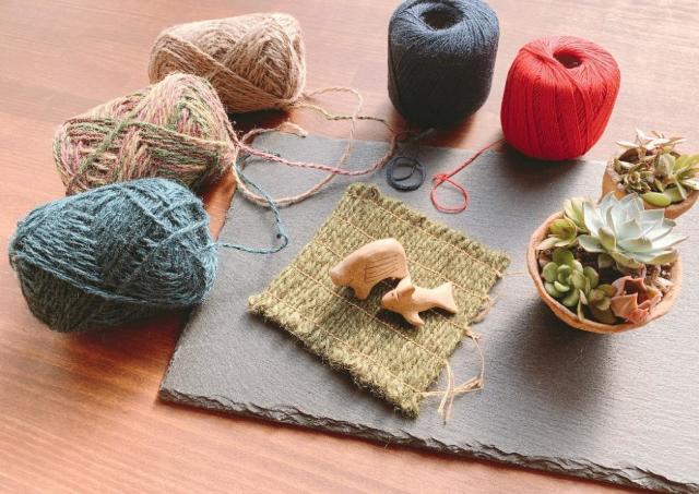 縄文時代に思いをはせ編み上げるコースター