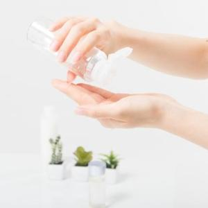 SNSで大反響! 美容家IKKOが選ぶ1000円以下の「最強化粧水」って?