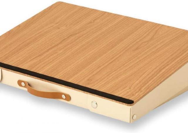 タブレット派歓喜...カバンにもなる机「どこでも学習台」便利すぎでは?